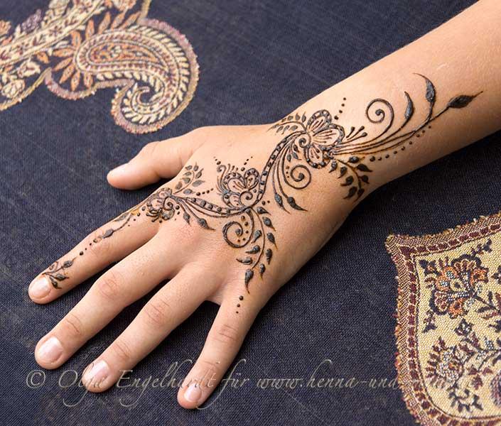 Dessin Pour Henné préparation et l'application du henné pour le tatouage au henné