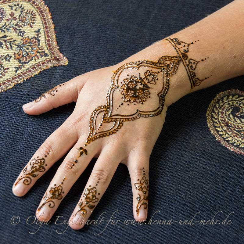 Henna Tattoo Zubehör Berlin Henna Kunst Mehndi Henna Malerei